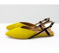 """Дизайнерские туфли с удлиненным носиком и открытой пяткой, из натурального итальянской замша-велюр желтого цвета с оттенком """"мимоза"""" на плоской подошве с небольшим каблуком, С-2030-01"""