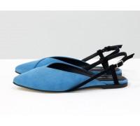 Дизайнерские туфли с удлиненным носиком и открытой пяткой, из натуральной итальянской замши-велюр голубого цвета на плоской подошве с небольшим каблуком, С-2030-02