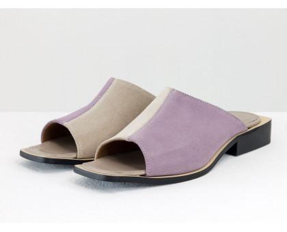 Стильные дизайнерские двухцветные шлепки с  квадратным носиком из натуральной итальянской замши лавандового и бежевого цвета, на квадратном современном каблуке, С-2039-07