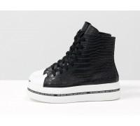 Высокие кеды черного цвета с белым носком, из натуральной эксклюзивной кожи кроко, в стиле converse, на прорезиненной подошве белого цвета, Б-2055-01