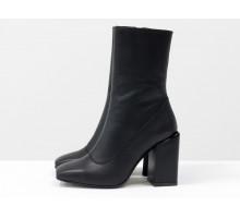 Дизайнерские базовые ботильоны черного цвета, из натуральной гладкой кожи, на невысоком квадратном каблуке и квадратном носке, Эксклюзивная коллекция от Gino Figini,  Б-2080-04