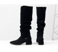 Высокие черные сапоги слаучи на сборке, свободного одевания, из натуральной замши, на невысоком каблуке, Коллекция Осень-Зима от Gino Figini, М-2083-02