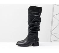 Высокие черные сапоги слаучи на сборке, свободного одевания, из натуральной мягкой кожи, на невысоком каблуке, Коллекция Осень-Зима от Gino Figini, М-2083-06