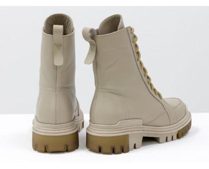 Стильные бежевые берцы из натуральной гладкой  и перфорированной кожи, на шнуровке и на высокой тракторной подошве, новая зимняя коллекция от Джино Фиджини, Б-2088-02