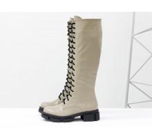 Высокие нюдовые сапоги на шнуровке из натуральной гладкой лицевой бежевой кожи на тракторной зимней подошве, Коллекция Осень-Зима, М-2090-04