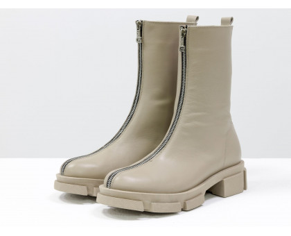 Высокие дизайнерские базовые нюдовые ботинки на молнии, из натуральной гладкой кожи бежевого цвета, на модной тракторной подошве в цвет, Новая коллекция от Gino Figini, Б-2101-2