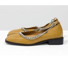 Стильные дизайнерские туфли с квадратным носком, из натуральной кожи табачного цвета, с крупной серебряной цепью, на квадратном современном каблуке. Новая коллекция от Gino Figini, Т-2113-02