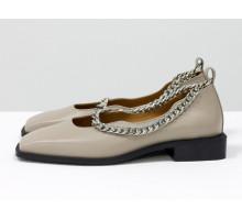 Стильные дизайнерские туфли с квадратным носком, из натуральной кожи бежевого цвета, с крупной серебряной цепью, на квадратном современном каблуке. Новая коллекция от Gino Figini, Т-2113-03