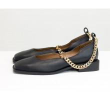 Стильные дизайнерские туфли с квадратным носком, из натуральной кожи черного цвета, с крупной золотой цепью, на квадратном современном каблуке. Новая коллекция от Gino Figini, Т-2113-07