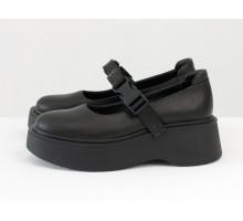 Стильные кожаные туфли - сандалеты черного цвета в легком спортивном стиле, на черной платформе и с эластичным ремешком, Весенняя коллекция от Джино Фиджини, Т-2117-02