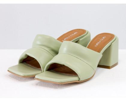 """Дизайнерские мягкие мюли """"дутики"""", на каблуке, выполнены из натуральной итальянской кожи светло-оливкового цвета, Новая Коллекция Весна-Лето от Gino Figini, Лимитированная серия, С-2120-02"""