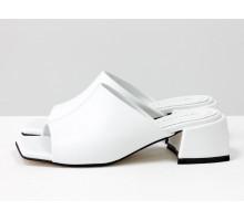 Стильные шлепанцы с квадратным носиком из натуральной итальянской кожи белого цвета с кожаным подкладом, на квадратном современном каблуке, С-2127-02
