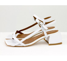 Дизайнерские босоножки на невысоком расклешенном каблуке, выполнены из натуральной итальянской кожи белого цвета, Новая Коллекция Весна-Лето от Gino Figini, С-2141-11