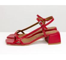 Яркие дизайнерские босоножки из натуральной итальянской кожи красного цвета, на невысоком расклешенном каблуке и бежевой подошве, Новая Коллекция Весна-Лето от Gino Figini, С-2141-12
