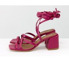 Дизайнерские бесшовные босоножки на завязках, выполнены из натуральной итальянской кожи малинового цвета, на среднем каблуке, Новая Коллекция Весна-Лето от Gino Figini, С-2145-04