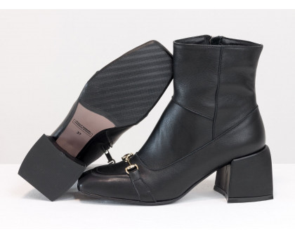 Стильные ботинки на невысоком расклешенном каблуке, из натуральной мягкой итальянской кожи черного цвета, с металлической фурнитурой на носке, Новая коллекция от Gino Figini,  Б-2169-01