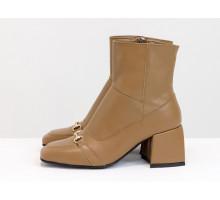 Стильные ботинки на невысоком расклешенном каблуке, из натуральной мягкой итальянской кожи карамельного цвета, с металлической фурнитурой на носке, Новая коллекция от Gino Figini,  Б-2169-02