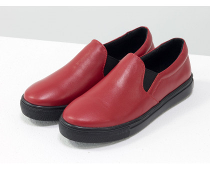 Мокасины из натуральной кожи яркого красного цвета, на практичной подошве черного цвета, Б-442-26