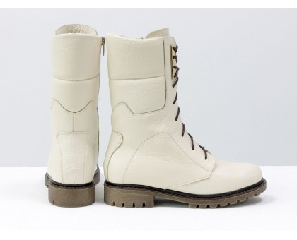 Ботинки на шнурках из натуральной кожи флотар нежно-бежевого цвета, на утолщенной подошве темно бежевого цвета с отстроченным рантом, Б-44-05
