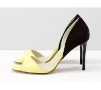 Босоножки из натуральной кожи пастельного желтого цвета, коричневая замшевая пятка, на каблуке-шпилька, коллекция Весна-Лето от Джино Фиджини, С-704-17