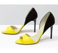 Легкие женские босоножки на шпильке, выполнены из натуральной кожи ярко-желтого цвета и коричневой замши, Летняя коллекция от Джино Фиджини, С-704-38