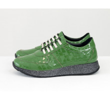 Эксклюзивные зеленые кеды из натуральной лаковой кожи с текстурой рептилия, на облегченной черной подошве с блестками, Т-SNEG-09
