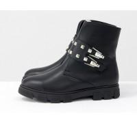 Стильные черные кожаные ботинки с заклепками и пряжками на брутальной утолщенной подошве, Б-1660-02