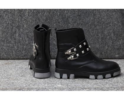 Ботинки в черной коже с заклепками и пряжками на черно-серой подошве коллекция осень-зима 2016, Б-1660