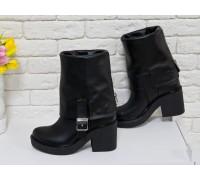 Высокие Ботиночки из плотной натуральной кожи черного цвета с широким отворотом и металлической  молнией на устойчивом не высоком каблуке, Коллекция Осень-Зима 2017-2018 года, Б-1790