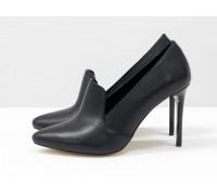 Туфли на каблуке из натуральной  кожи черного цвета с поднятым язычком, коллекция Весна-Лето от Джино Фиджини, Т-1702-01