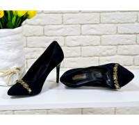 Туфли на каблуке из натуральной замши черного цвета украшены кристаллами дымчатого цвета, коллекция Весна-Лето, Т-1704-01