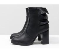 """Игривые ботинки на устойчивом каблуке, выполнены  в черной коже с отделкой в виде 3-х ярусной """"юбочки"""" над каблучком, Б-1819-01"""