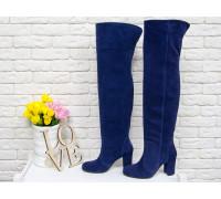 Ботфорты свободного одевания на невысоком устойчивом каблуке, выполнены из натуральной замши насыщенного синего цвета, Коллекция Осень-Зима от Джино Фиджини, М-18127-03