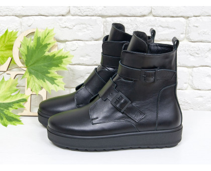 Женские черные кожаные Ботинки с ремнями на каждый день, выполнены на прорезиненой черной подошве, коллекция Осень-Зима 2018-2019, Б-17460