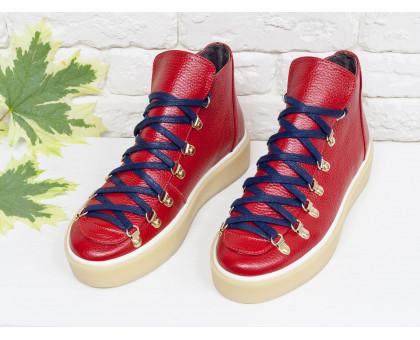 Спортивные ботинки ярко-красного цвета, из натуральной коже флотар, с большими металлическими подшнуровками, на прорезиненной бежевой подошве, Б-17406-02